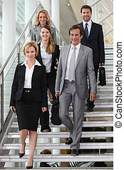 escaleras, grupo, colegas, descendente