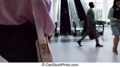 escalier, marche, vestibule, femme affaires, 4k, bureau