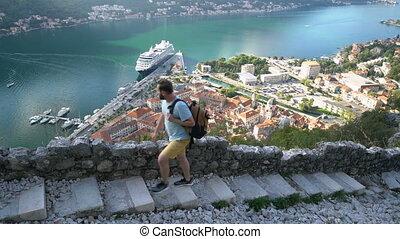 escaliers haut, forteresse, va, homme, vieux, jeune
