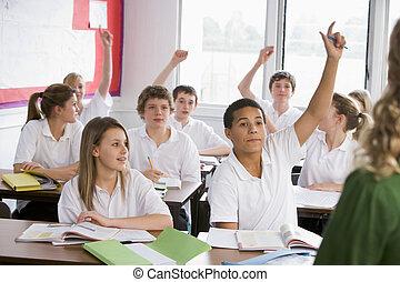 escola, estudantes, pergunta respondendo, classe alta