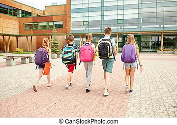 escola, grupo, estudantes, andar, elementar, feliz