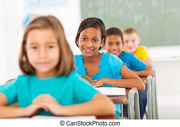 escola primária, estudantes, em, sala aula