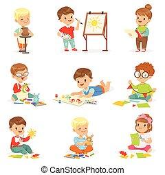 escolares, arte, trabajando, actividades, paper., poco, corte, masilla, creativo, pintura, clase, diferente