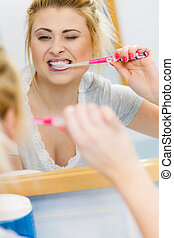 escovar, banheiro, mulher, dentes limpando