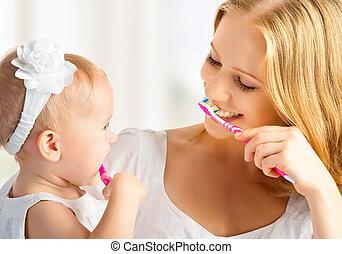 escovar, filha, dentes, junto, seu, mãe, menina bebê