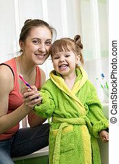 escovar, pequeno, filha, dela, dentes, mãe