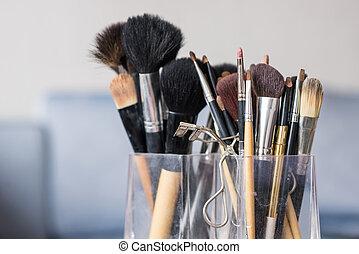 escovas, maquiagem