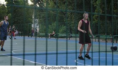 escrime, dehors, types, jeu, derrière, lent, lifestyle., vue, sports, motion., champ, sportif, haut., deux, basket-ball, summer., fin, treillis