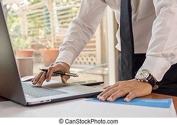escritório., computador laptop, bussinessman, trabalhando