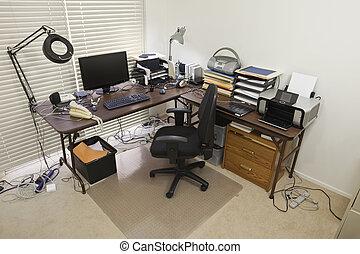 escritório lar, com, caótico, cabos