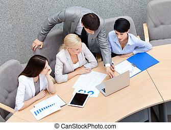 escritório, pessoas negócio, modernos, corrente, cooperação, apresentação, discuta, edições, edifício.