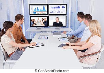 escritório, pessoas negócio, olhar, monitores computador