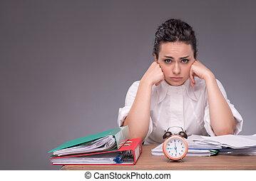 escritório, sentando, jovem, waist-up, tabela, retrato,...