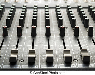 escritorio de mixing, faders, y, perillas