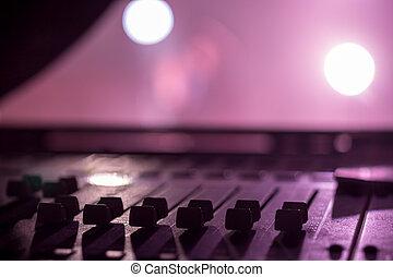 escrivaninha, profissional, misturando, faders, áudio, fase