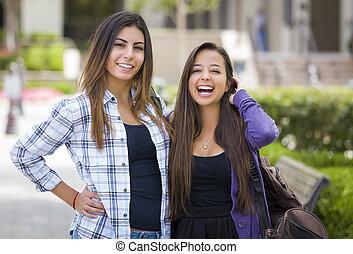 escuela, carrera, estudiantes, proceso de llevar, hembra, mezclado, mochilas, campus