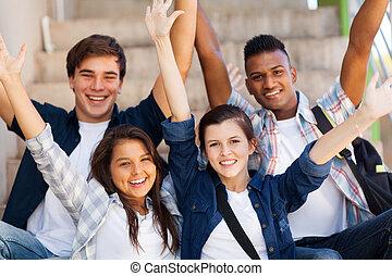 escuela, extendido, estudiantes, brazos, alto, excitado