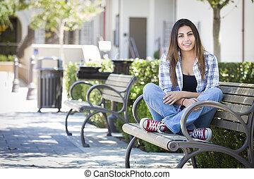 escuela, hembra, banco, carrera, estudiante, mezclado, retrato, campus