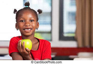 escuela, manzana, ella, africano, escritorio, listo, niña, comer