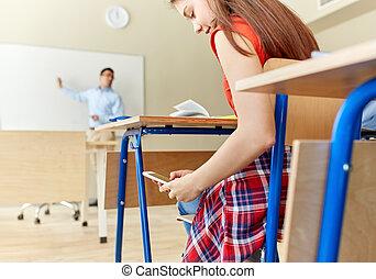 escuela, smartphone, texting, estudiante de niña