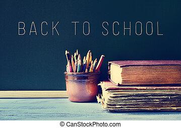 escuela, viejo, texto, espalda, libros, lápices, filtrado, pizarra