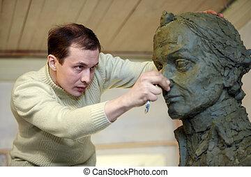 escultor, trabaja, en, el, estudio, con, un, plasticine, modelo, de, el, busto, de, a.v., suvorov, -, nacional, héroe, de, russia.