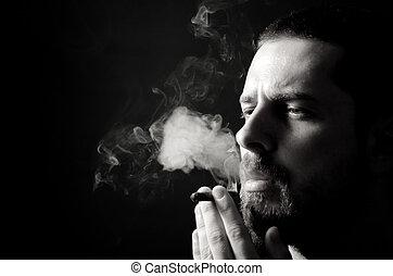 escuro, macho, fumante