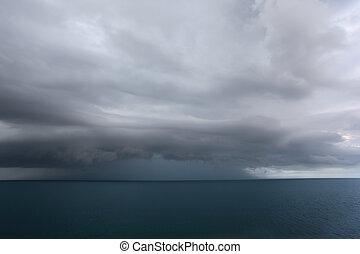 escuro, sobre, nuvens, mar