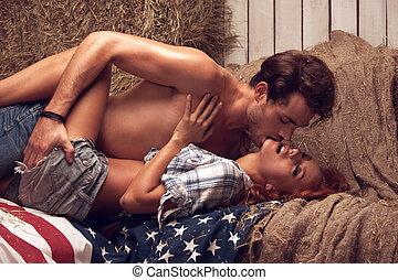 esel, kissing., liegende , während, zusammen, amerikanische , berühren, fahne, girl's, mann
