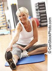 esercizi, palestra, donna, anziano, stiramento