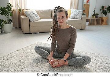 esercizio, durante, attivo, soles, donna, carino, lei, yoga, mettere insieme, nudo, giovane