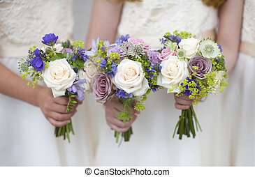 esküvő, bouquets, tartott, által, koszorúslányok