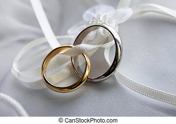 esküvő gyűrű