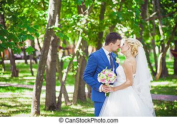 esküvő párosít, a parkban