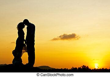 esküvő párosít, noha, napnyugta, alatt, a, háttér