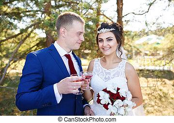 esküvő párosít, noha, szemüveg, közül, szőlőtőke