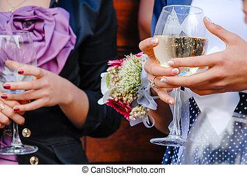 esküvő vendég, hatalom szemüveg, közül, bor, closeup