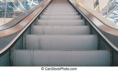 eskalator, opróżniać, zakupy, prospekt, ruchomy, kroki, dół, środek, do góry