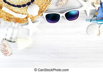 espaço, palha, férias, verão, conceito, somando, starfish, vidro, praia, óculos de sol, shell), madeira, topo, (white, garrafa, tabela, acessórios, licença, gesso, chapéu, vista, text.., branca