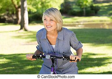 espace vert, équitation bicyclette, femme