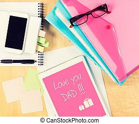 espacio de la oficina, tablet., padres, sobre, digital, desordenado, tabla, copia, día, tarjeta, vista