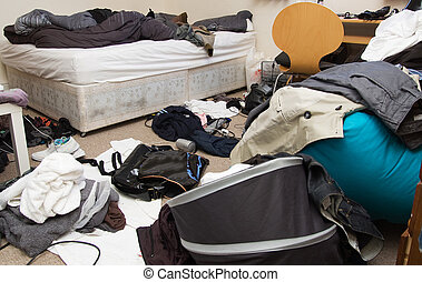 espacio desordenado, dormitorio