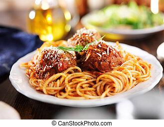espaguete almôndegas, jantar