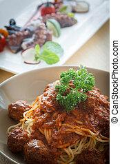 espaguetis, albóndiga