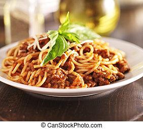 espaguetis, cena, con, carne, salsa, y, albahaca