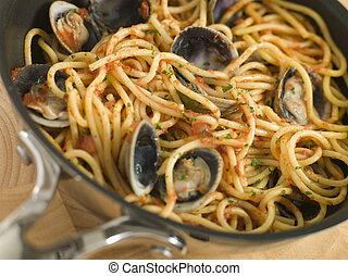 espaguetis, vongole, cacerola