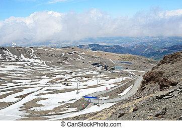 espanhol, refúgio esqui, em, a, primavera, nevada sierra