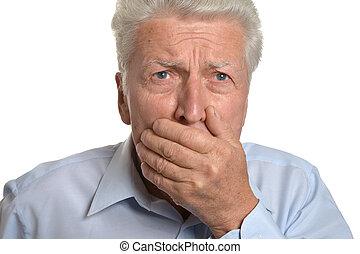 espantado, hombre mayor