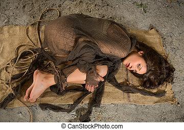 espantado, mujer, sobre el piso