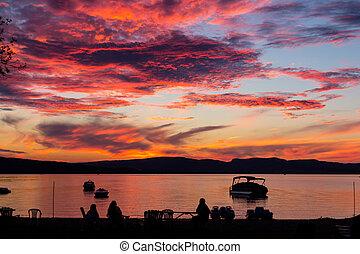 espantoso, pôr do sol, sobre, lago